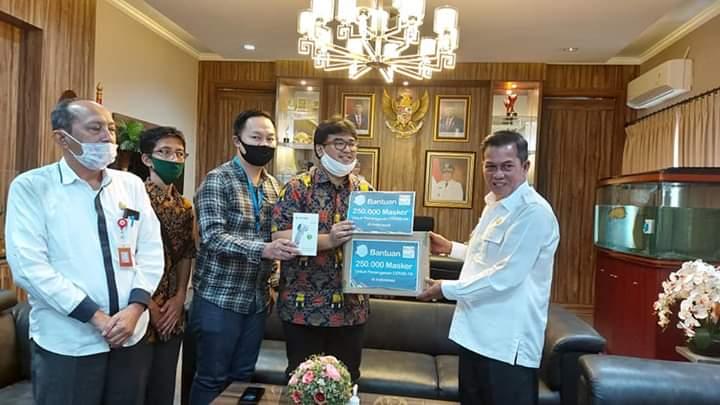 PT Indomart Berikan Bantuan Bilik Disinfektan Untuk Pemkot Serang